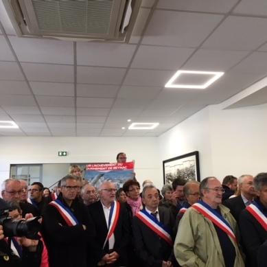 Jean Michel Blanquer interpellé par des élus lors de son passage à Saint Cyprien